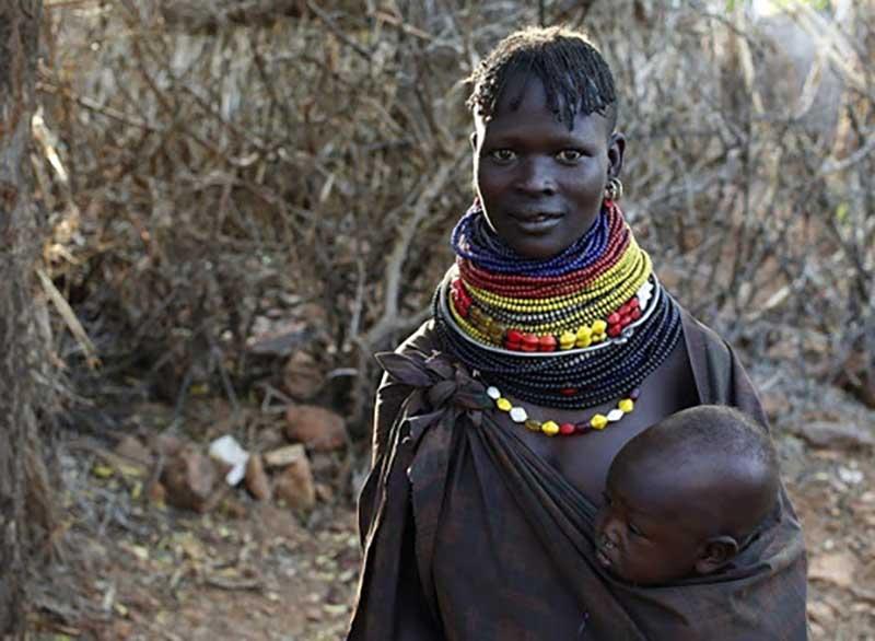 Племя туркана проживает в основном на побережье озера Туркана, расположенного в Кении.