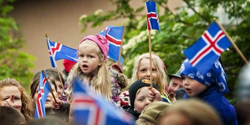 В 1925 году в Исландии был введен закон о запрете местным жителям иметь фамилию
