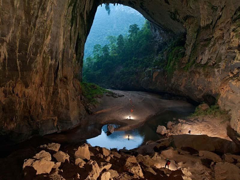 «Затерянный мир» В Китае обнаружили около 100 гектаров растительности, находящейся на территории глубочайшей пещеры, расположенной в горной местности в провинции Хубэй.