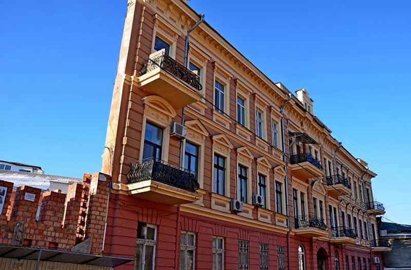 «Плоские» дома: причины постройки