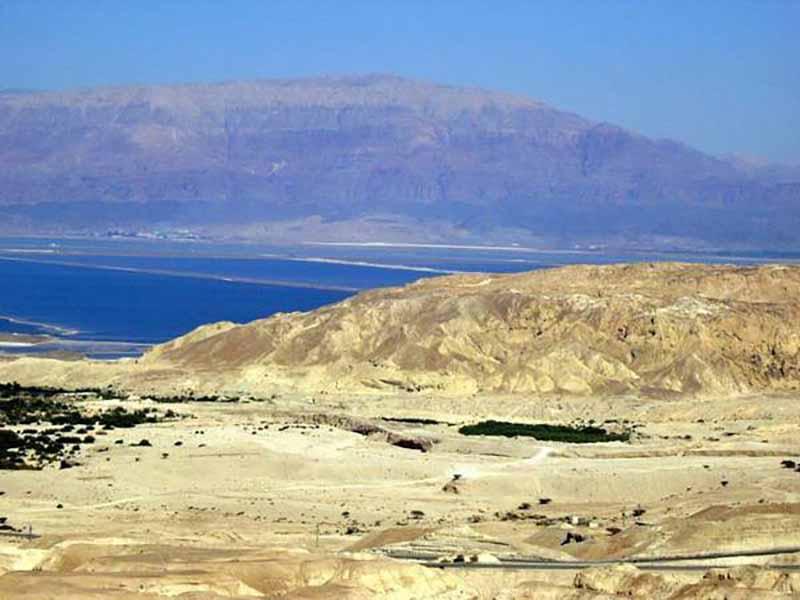 Считается, что на месте горы раньше был густонаселенный город Содом.