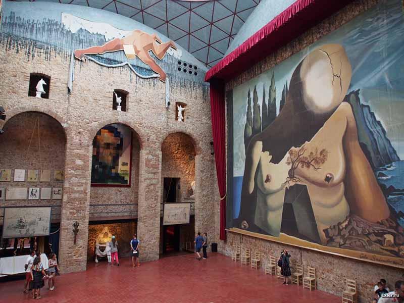 музей Дали будет возведен на месте старого городского театра, здание которого было практически разрушено