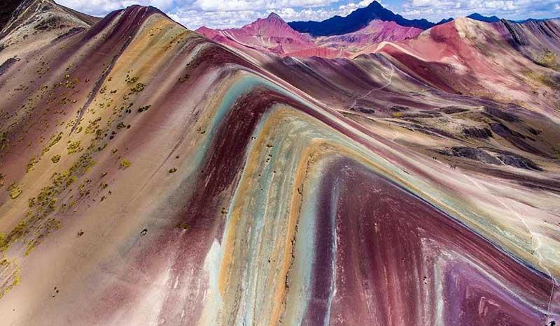 Причины, по которым поверхность гор в Перу стала разноцветной