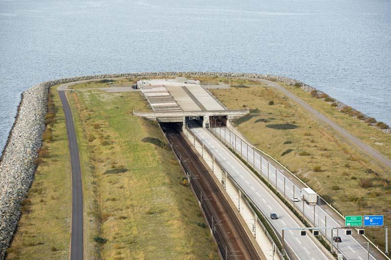 мост проходит через пролив Эресунн, соединяет город Мальме в Швеции и столицу Дании Копенгаген