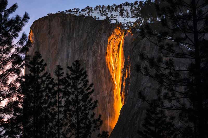 Водопад «Лошадиный хвост», где вода кажется огнем