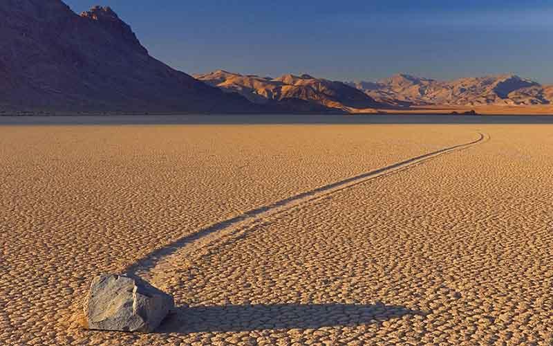 Что заставляет двигаться камням в Долине Смерти
