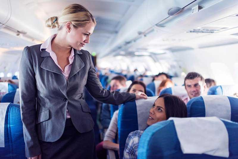 Смотрит ли человек в глаза стюардессам