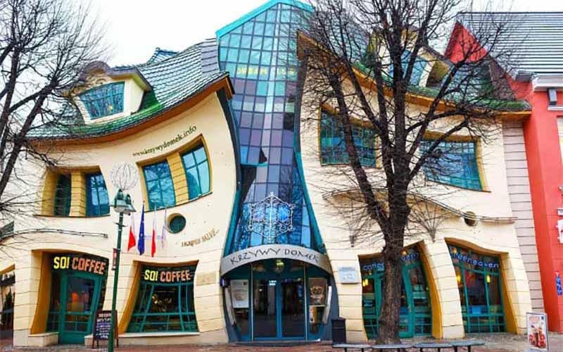 Необычный, «кривой» дом, расположенный в Сопоте