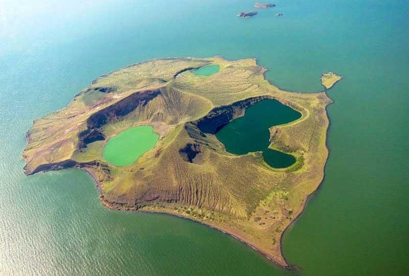 Многие местные жители считают остров Энваитенет местом обитания душ умерших колдунов и старейшин, которые убивают людей за то, что они потревожили их покой.