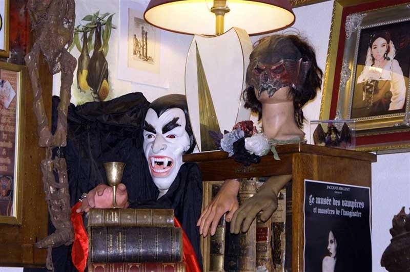 Музей Вампиров в Сан-Марино: граф Дракула, графиня Батори и другие мистические экспонаты