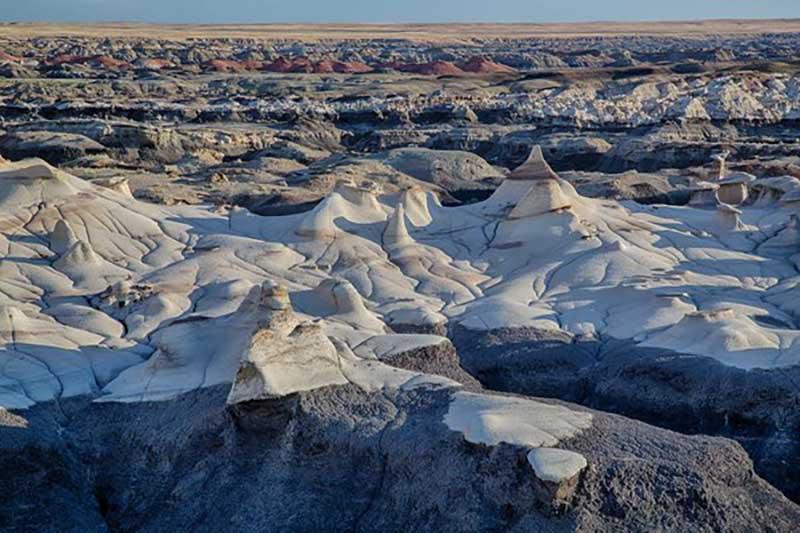 Ученые выделяют три основных элемента, из которых состоит рельеф пустыни Бисти: