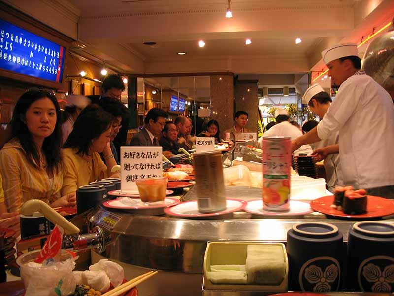 кафе и отелей в Японии не принято оставлять чаевые персоналу
