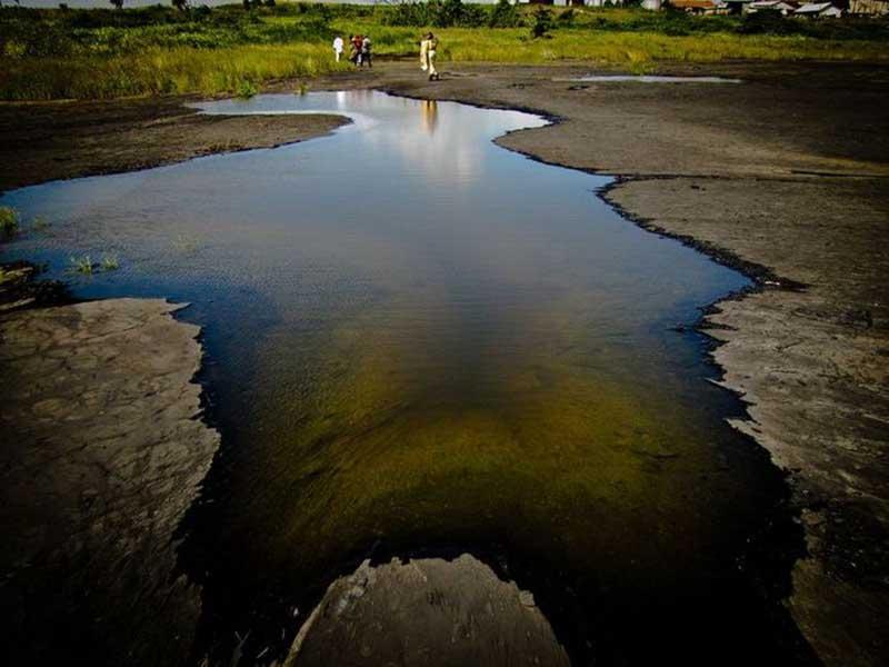 Асфальтовое озеро находится в полутора часах езды от города Порт-оф-Спейн, в 88 километрах от столицы Тринидад.