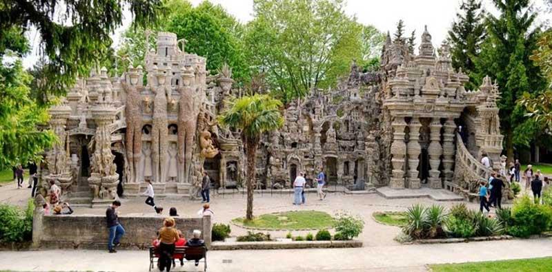 Местные жители прозвали его творение «Идеальный замок»