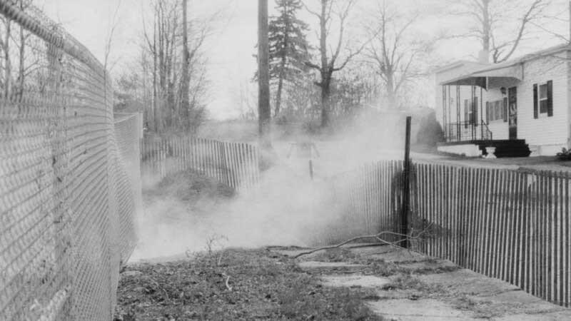 Также непрекращающийся подземный пожар заполнил все улицы едким газом, которые напоминали кадры из фильма «Сайлент Хилл».