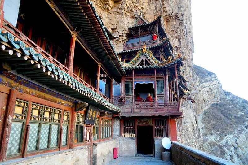 Монастырь включает в себя около четырех десятков различных залов и павильонов, каждый из которых несет в себе особенный смысл