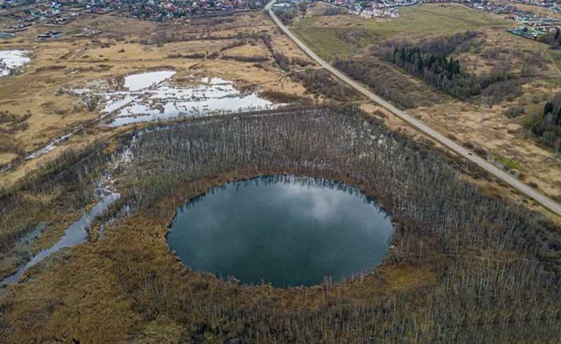 До сих пор никто не может точно сказать, какова глубина Бездонного озера.