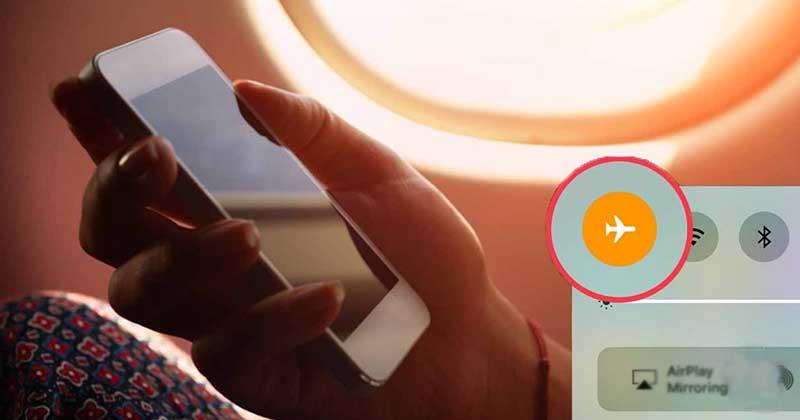 Члены экипажа перед отлетом просят отключить телефоны или же перевести их в «авиарежим».