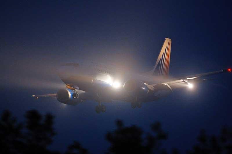 Какие осветительные приборы имеет самолет