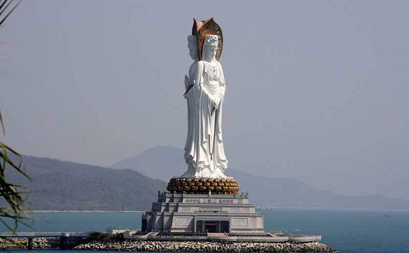 Статуя Гуаньинь в Китае с тремя ликами