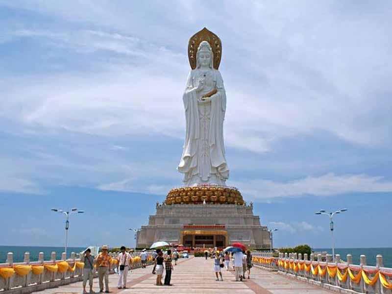 Статуя имеет высоту 108 метров.