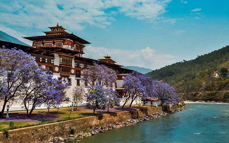 Особенности жизни в Королевстве Бутан