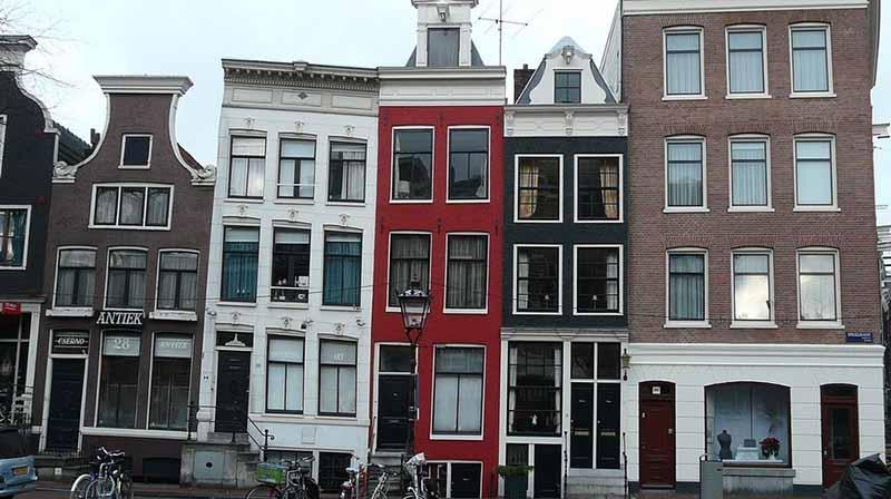 По какой причине дома в Амстердаме кривые