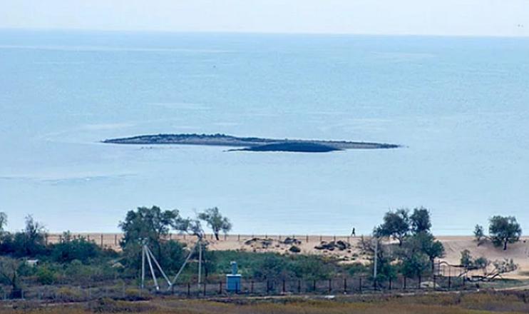Грязевой остров-вулкан
