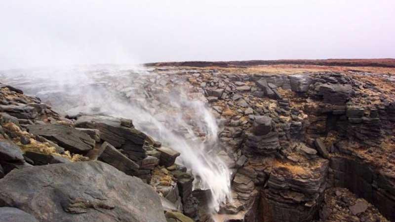Согласно легенде, именно так появился гавайский водопад Вайпугия.