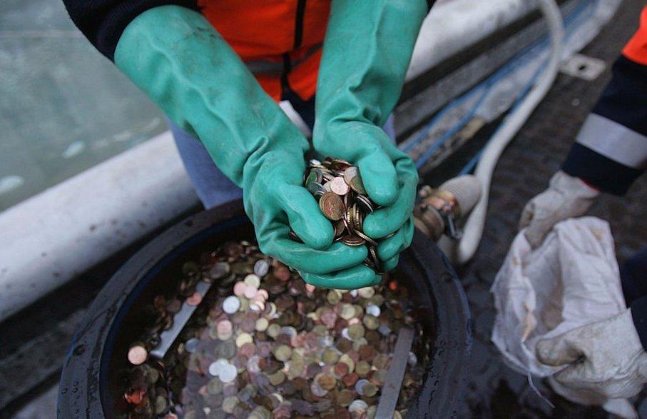 Монеты из фонтана