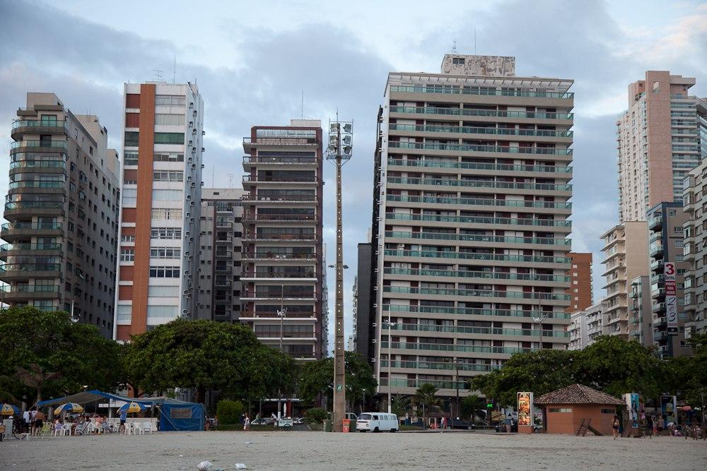 Падающий город