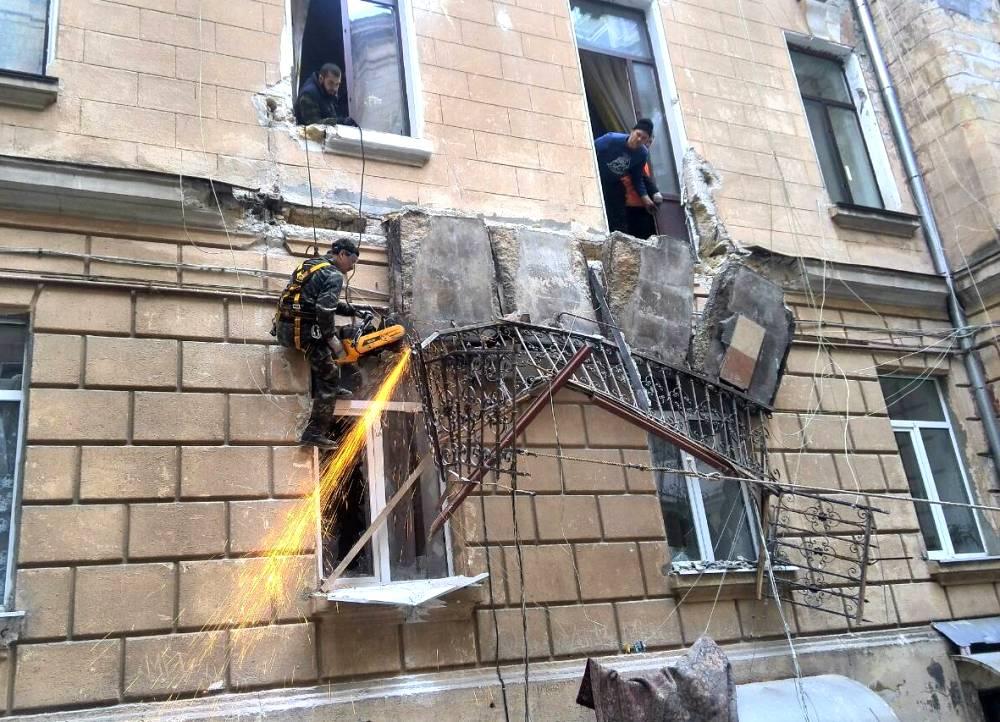Срезали балкон