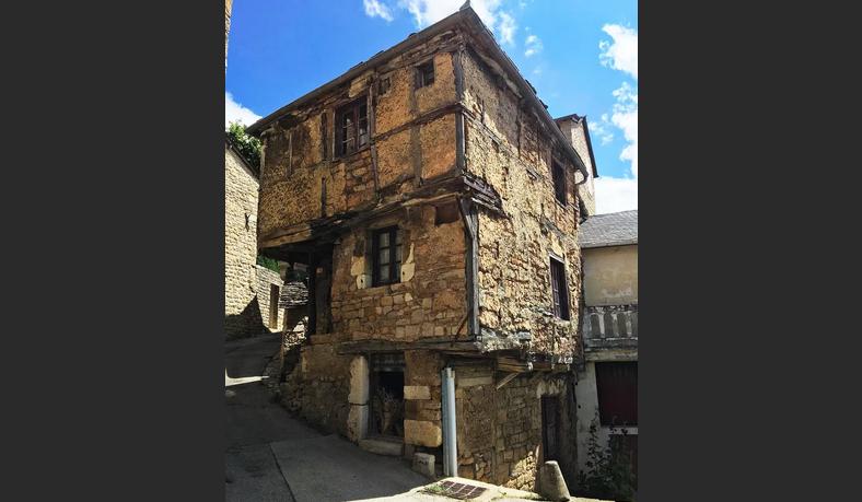 Каменный дом во Франции