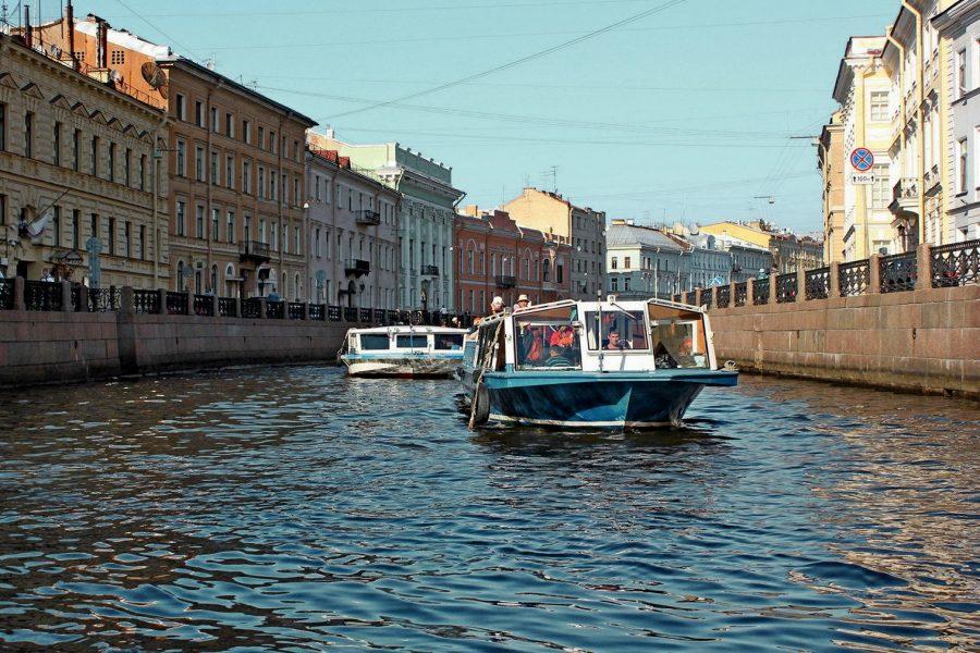 Водный канал в Санкт-Петербурге