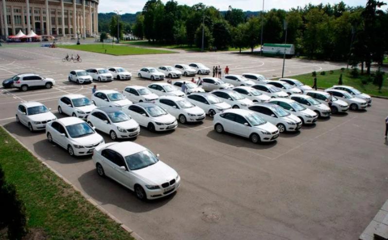 Автомобили белого цвета