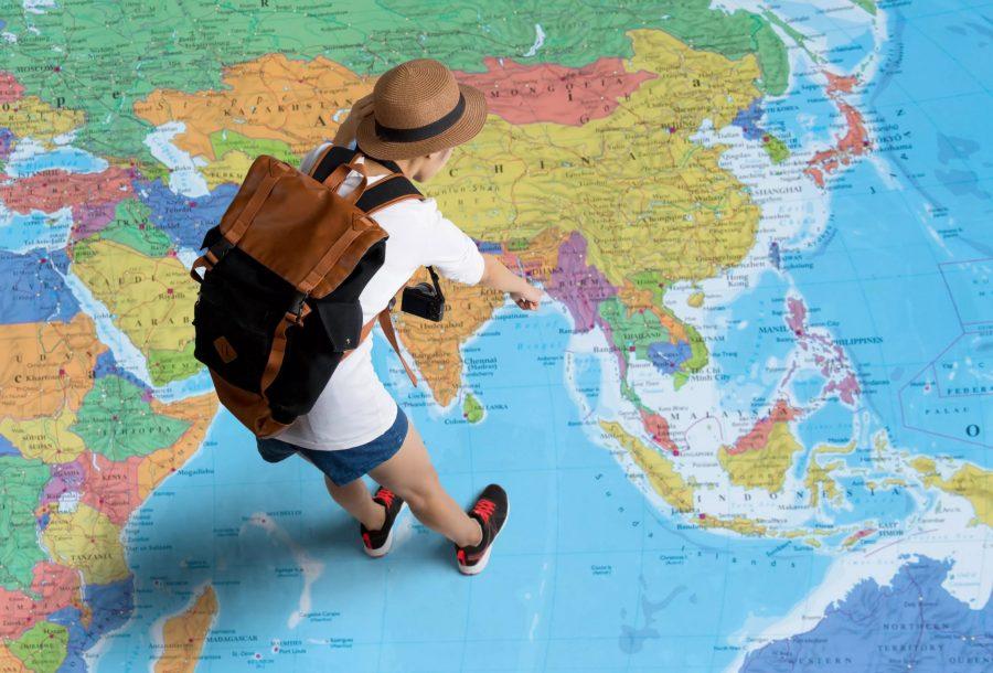 Турист на карте