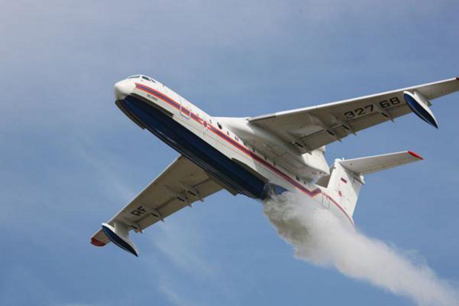 Самолет сбрасывает топливо