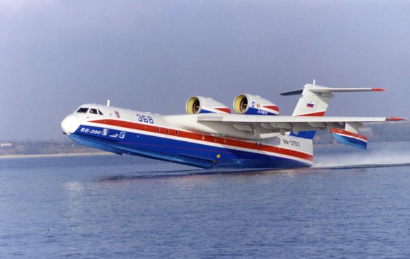 Самолет на воде