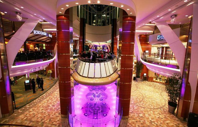 Лифт бар на круизном лайнере