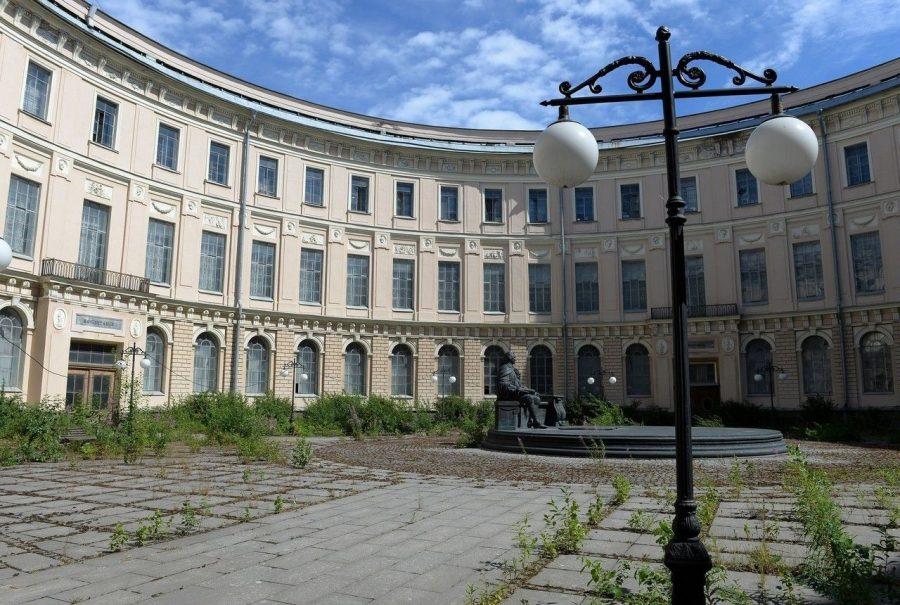 Большой круглый двор в Санкт-Петербурге