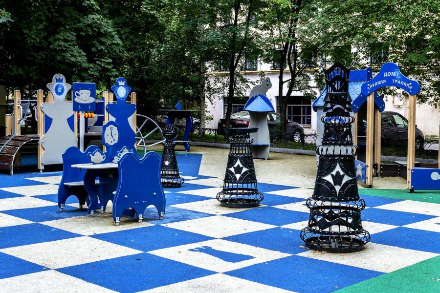 Шахматный дворик в Санкт-Петербурге