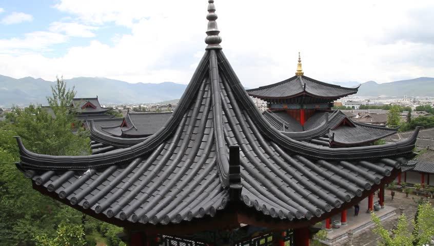 Крыши с поднятыми вверх краями