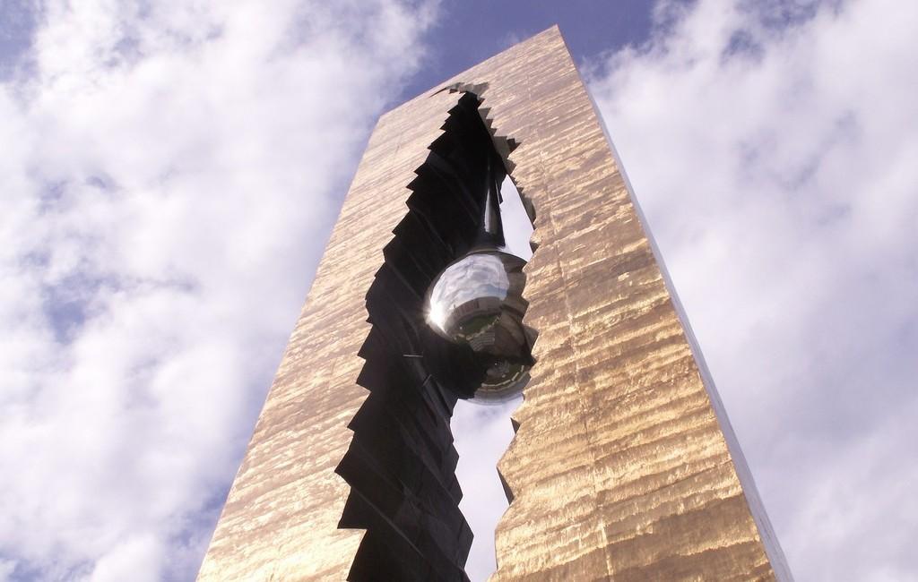 Памятник Слеза скорби