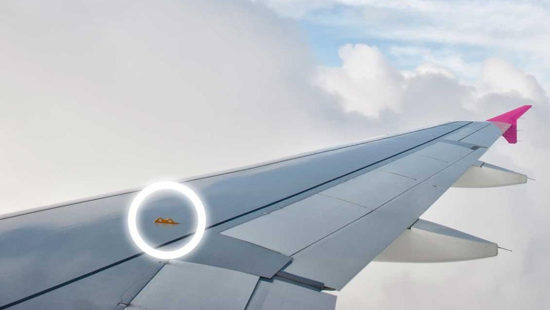 Крючки на крыльях самолета