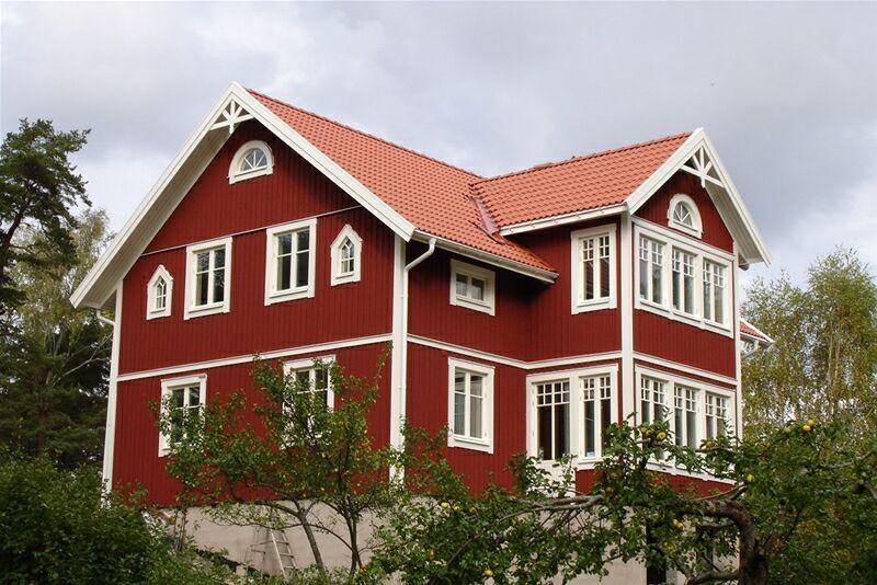 Дом в красном цвете