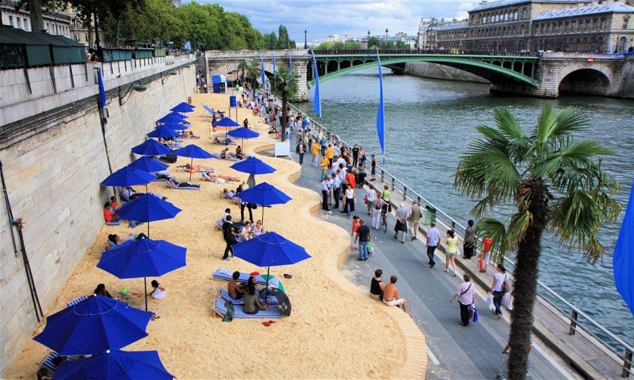 Искусственный пляж в Париже