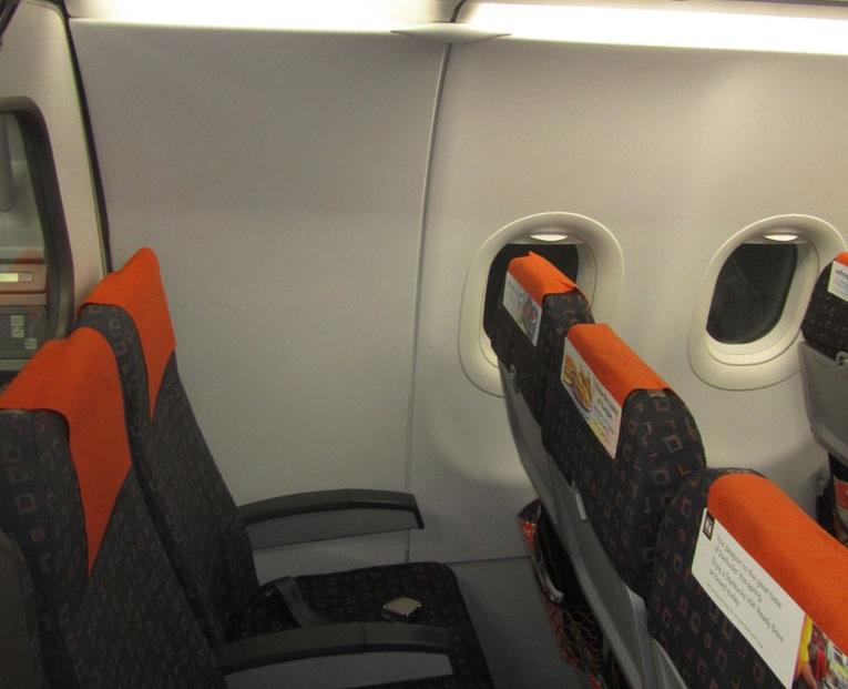 место в самолете без иллюминатора