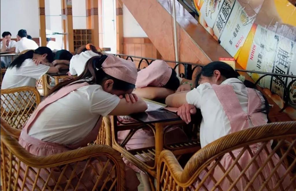 Японцы спят на работе