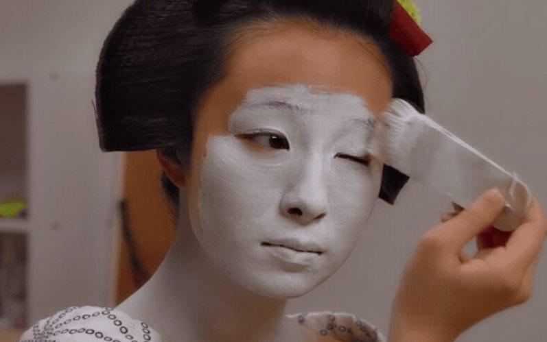 Белый макияж гейши