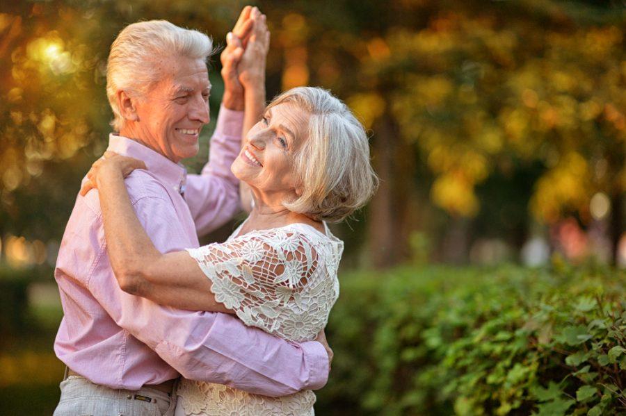 Пожилая французская пара